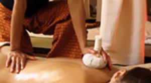 massage aux huiles et aux plantes